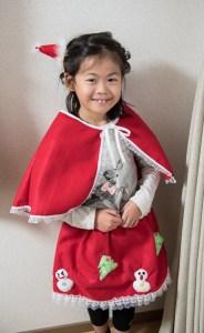 高松英会話ケビンズイングリッシュハウスでクリスマスの衣装を着て来た女の子