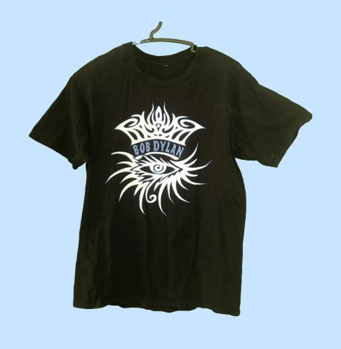 ホールにライブに行く際のTシャツ