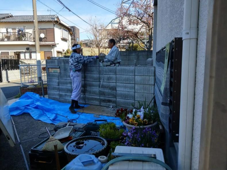 ブリック塀の解体開始