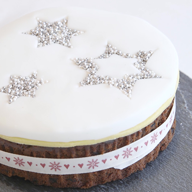 Take Simple Icing To The Next Level With This Easy Trick Cover Just Top Of Your Cake A Layer Marzipan Roll Fondant And Either Cut
