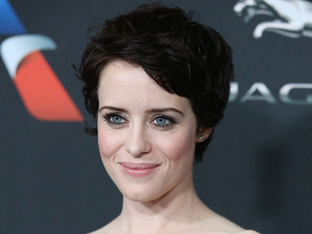 The Crowns Claire Foy Just Debuted A Dark Brown Pixie