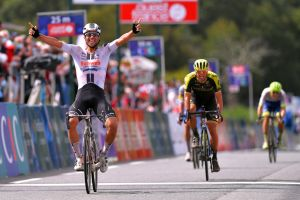 Michael Matthews takes the Bretagne Classic 2020 in a select sprint finish