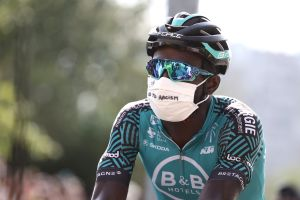 Tour de France peloton makes small gesture of solidarity with Kévin Reza and Black Lives Matter movement