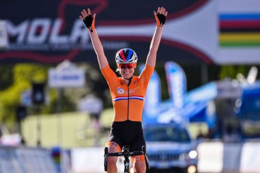 Anna van der Breggen doubles up on rainbow bands with World Championship  road race victory - Cycling Weekly