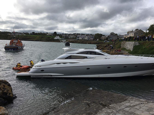 Pictures Three Rescued From Sinking 75ft Sunseeker Off