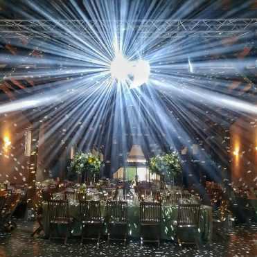 Prestation DJ de mariage lors de cette soirée inoubliable au Château de Pizay en Beaujolais aux portes de Lyon