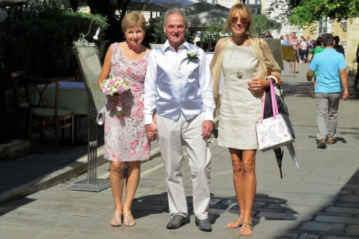 Strolling to their Corfu wedding