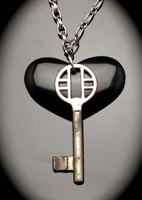 Antique Skeleton Key Necklace -poished onyx stone heart $42