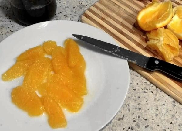 Cutting oranges for salad