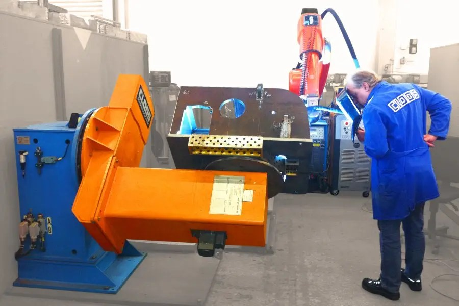 Key Plant & Cloos welding Robotics