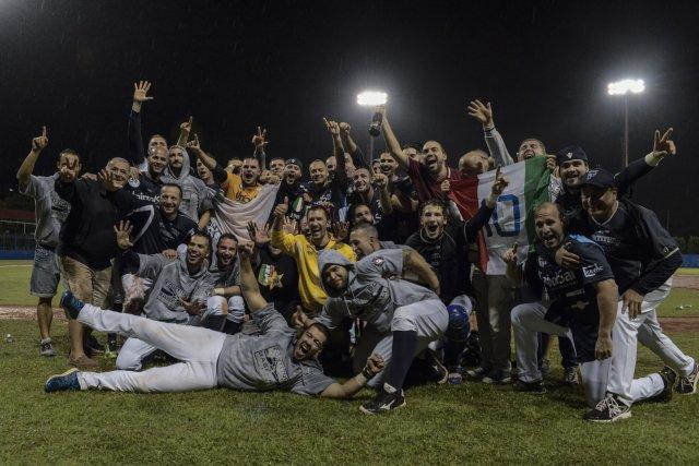 Bologna celebra il titolo vinto nel 2016 (Ezio Ratti - FIBS)