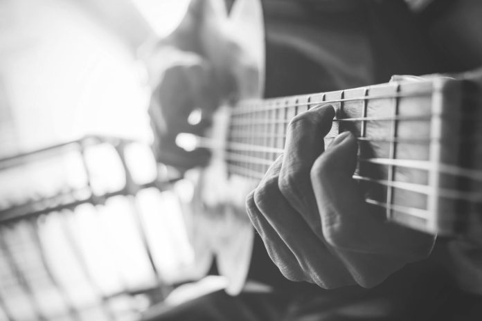 Just Good Music - A person with a guitar - Fiera herida