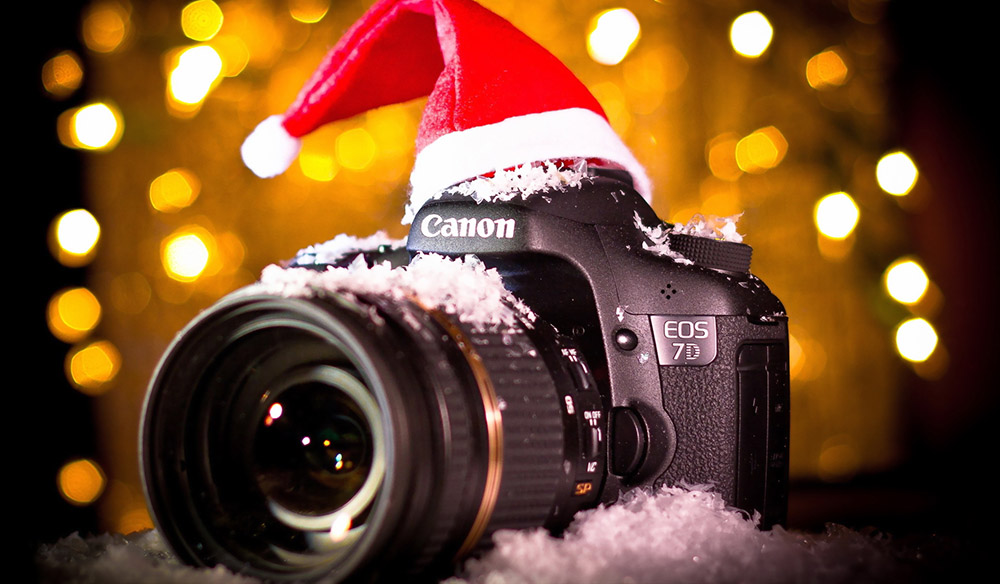 2019 KEYS HOLIDAY PHOTO CONTEST - A cake sitting on top of a table - Canon EOS 7D