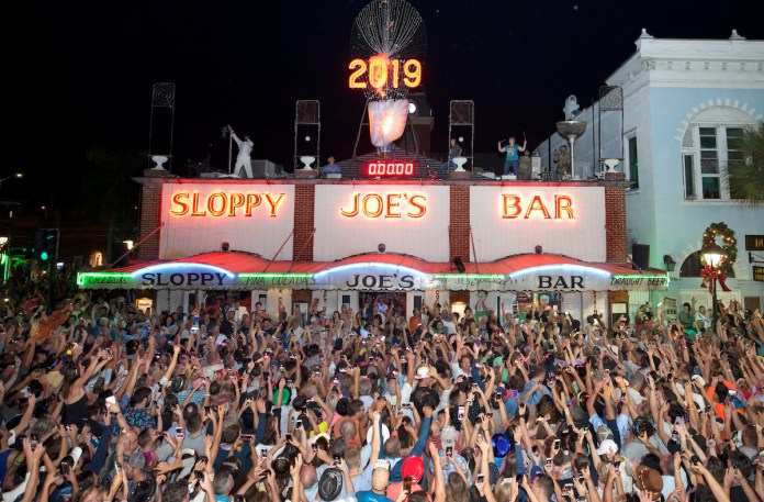 Key West 'drops' in on 2020 - A group of people in front of a large crowd watching - Sloppy Joe's Bar