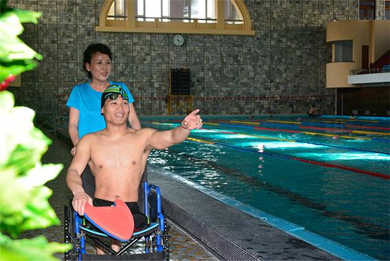 También un discapacitado puede hacer izar la bandera nacional