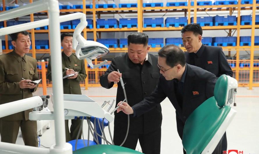 KIM JONG UN visita la fabrica Myohyangsan en remodelación.