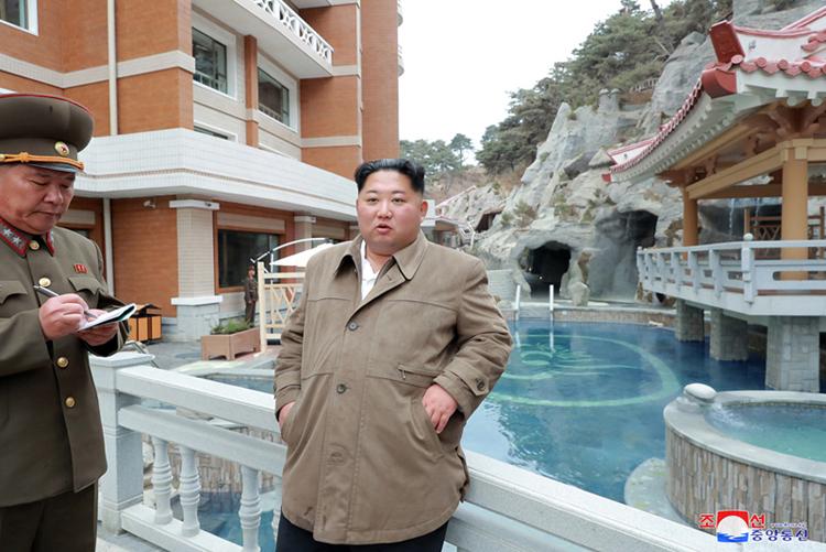 Visita del Máximo Dirigente antes de la inauguración.