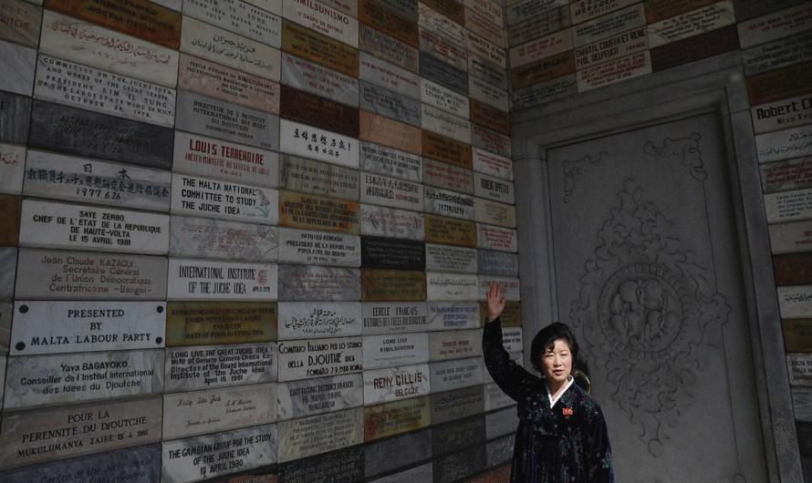 Donación de piedras memoriales para la Torre Juche