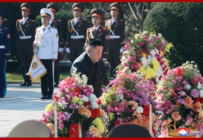 Máximo Dirigente visita cementerio de mártires chinos.