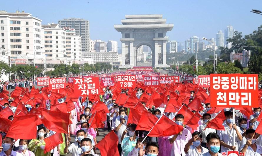 Manifestación por el aniversario de la fundación de la RPDC.