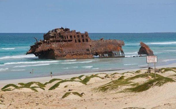 1200px-Wreck_of_Cabo_de_Santa_Maria,_2010_December