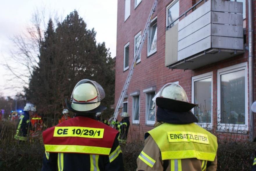 Unklare Feuermeldung – Brandgeruch und Rauch in Mehrfamilienhaus