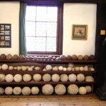 Raum 5: Kanonenkugeln von der Belagerung des Helfensteins im Jahre 1552