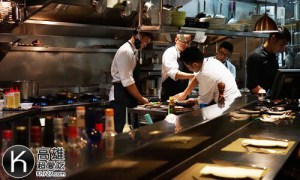 《A-STEAK》開放式廚房
