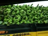 バナナを満載したトラック