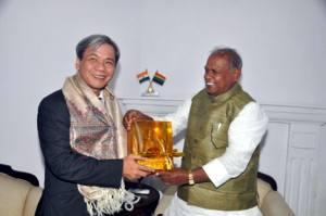 बिहार के मुख्यमंत्री जीतन राम माँझी भारत में वियतनाम के राजदूत का संगे.
