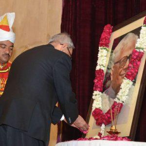4 दिसंबर का दिने राष्ट्रपति रहल आर॰ वेंकटरमण के जयंती का मौका पर राष्ट्रपति भवन में पुष्पांजलि अर्पित कइलें मौजूदा राष्ट्रपति प्रणव मुखर्जी.