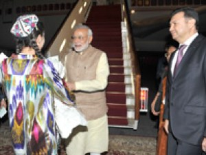 The Prime Minister, Shri Narendra Modi being welcomed on his arrival in Tajikistan on July 12, 2015. The Prime Minister of Tajikistan, Mr. Qohir Rosoulzoda is also seen.
