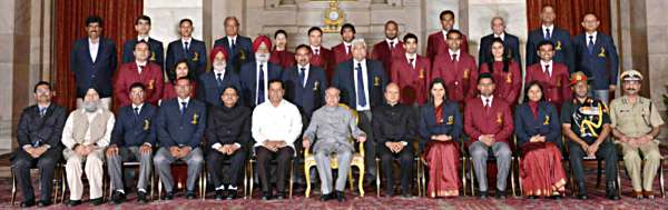 The President, Shri Pranab Mukherjee and the Minister of State for Youth Affairs and Sports (Independent Charge), Shri Sarbananda Sonowal with the sports and adventure awardees, in a glittering ceremony, at Rashtrapati Bhavan, in New Delhi on August 29, 2015.
