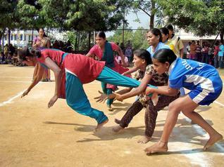 पंचायत युवा क्रीड़ा और खेल अभियान (पायका) के तहत ग्रामीण स्तर पर बच्चों को प्रशिक्षण के साथ उनके लिए खेल प्रतियोगिताओं का आयोजन कराने के लिए क्रीड़ा श्रीओं (प्रशिक्षकों) को केवल पांच सौ रुपय प्रति माह देने का नियम रखा गया था।  उसे भी सरकार पूरा नहीं कर पायी है।