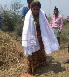 08-04-15 Desh Videsh - CG Sarpanch Geeta Prahlad (web)