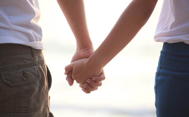 couple-holding-hands-featured-w ed ww