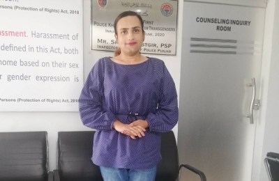Pakistan, transgenders, police officer