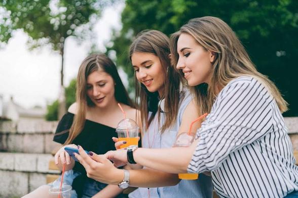 Social media, technology, behavioural changes, biologists