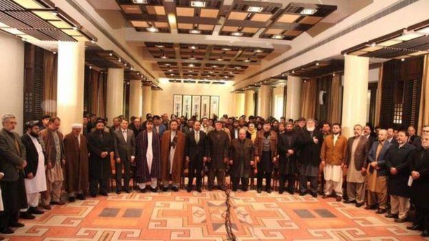 احزاب سیاسی افغانستان از سال گذشتهی خورشیدی تاکنون در چندین مورد با برگزاری نشستهای متعدد در کابل خواستار تغییر نظام انتخاباتی شدهاند