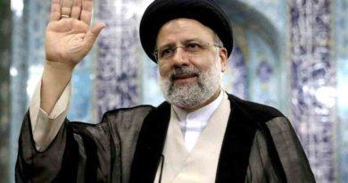 الرئيس الإيراني إبراهيم رئيسي يؤدي اليمين الدستورية أمام مجلس الشورى