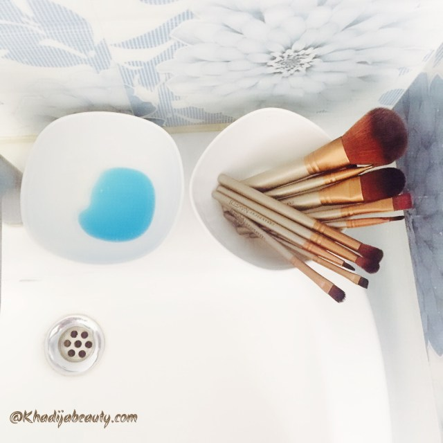 how-to-clean-makeup-brushes-khadija-beauty-khadijabeauty-1