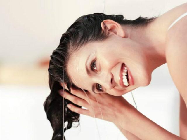 Beautiful-natural-woman-washing-her-hair