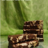 DARK CHOCOLATE TURRÓN WITH PEANUTS