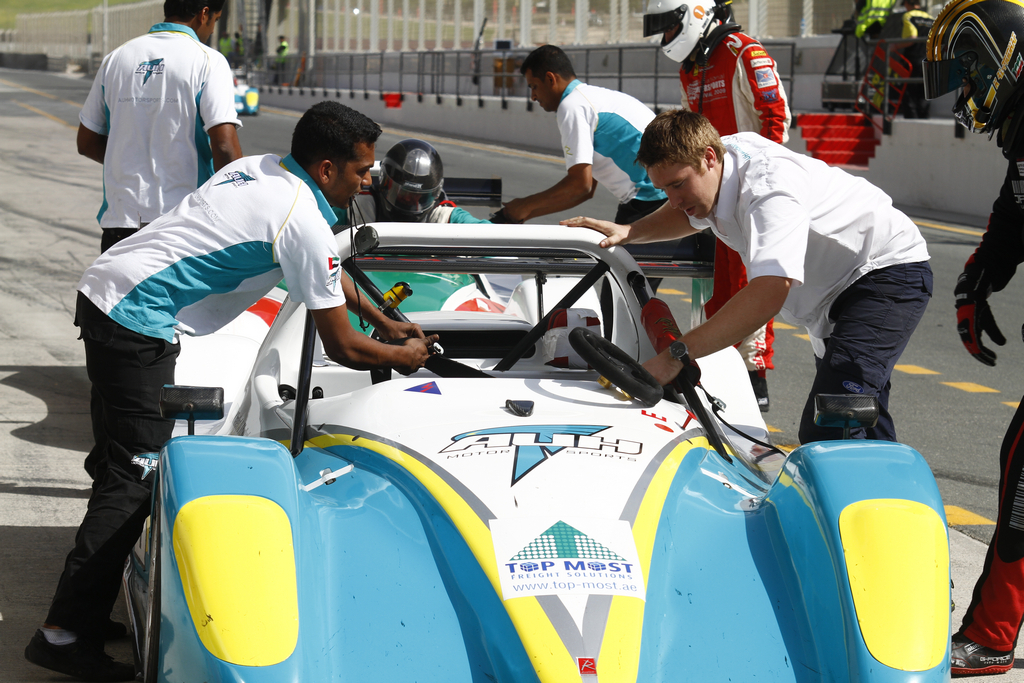 Radical SR3 UAE -2010-11-12-3
