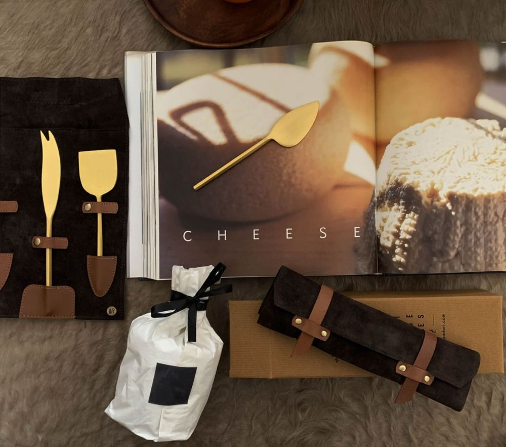 cheese_knife_and_fork_set