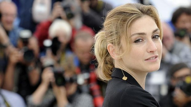 President of France Francois Hollande is having Love affair with actress Julie Gayet.