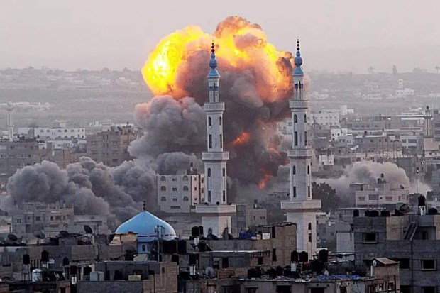 Israeli air strikes kill 10 in Gaza