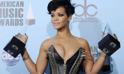 Rihanna becomes top digital singles artist
