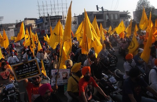 Pictures - To carry forward the legacy of martyrs of June 1984 ;Holding flags and wearing T-shirts depicting portraits of Sant Jarnail Singh Bhindrawale