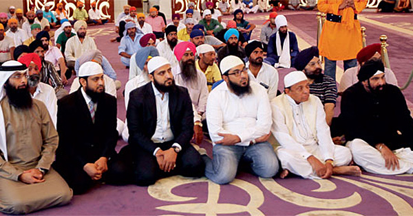 """Sikh Gurdwara in Dubai holds a huge Ramadan dinner for Muslims, to """"come together"""""""